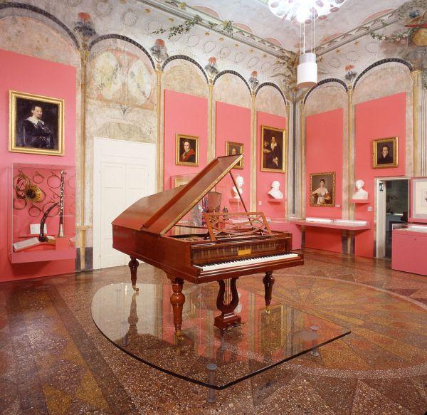 Inside Palazzo Sanguinetti by JDK via Wikipedia CC