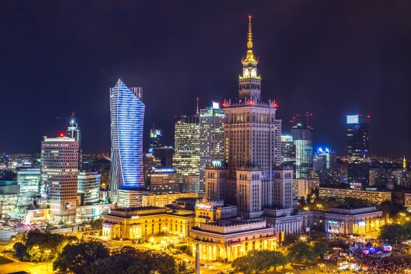 Things to do in Warsaw photo by Kamil Gliwinski via Unsplash