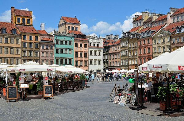 Warsaw Old Town Market Place photo by Adrian Grycuk via Wikipedia CC