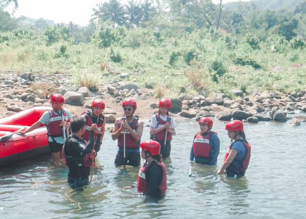 Briefing before we go to the wild water, photo by Kagay