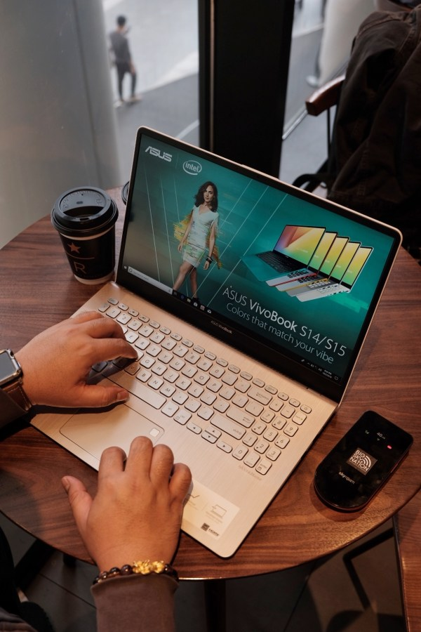 Working with ASUS VivoBook S15 in Shanghai
