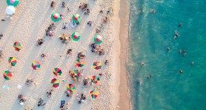 Beach in Miami photo by Raphael Nogueira via unsplash