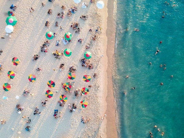 Beach in Miami photo by Raphael Nogueira via unsplash