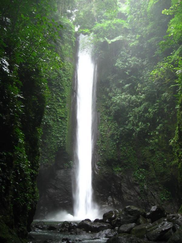 Casaroro Falls photo by Joe Coyle via Flickr CC