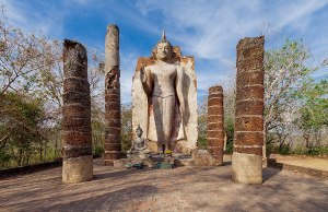 Wat Saphan Hin photo by Supanut Arunoprayote via Wikimedia Commons