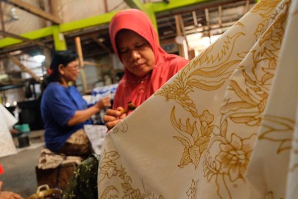 Batik Waxing in Yogyakarta