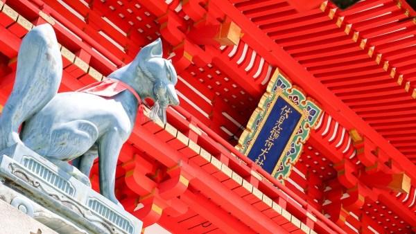 Inari fox statues