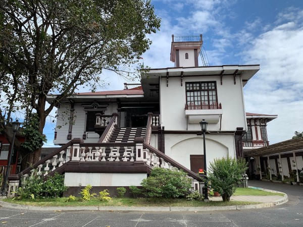 Pamintuan Mansion in Angeles City