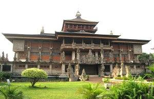 The Balinese style Indonesia Museum by Gunawan Kartapranata via Wikipedia CC
