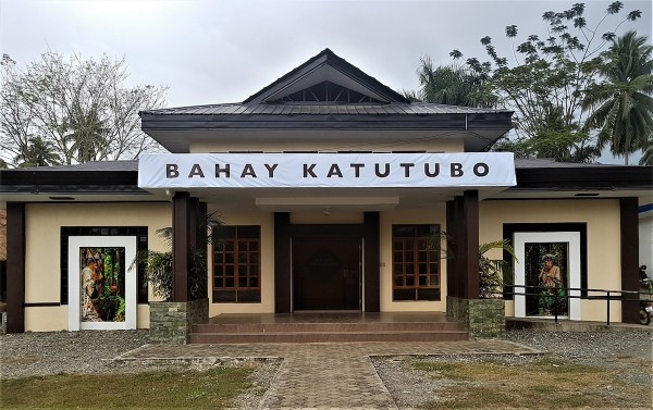 Bahay Katutubo