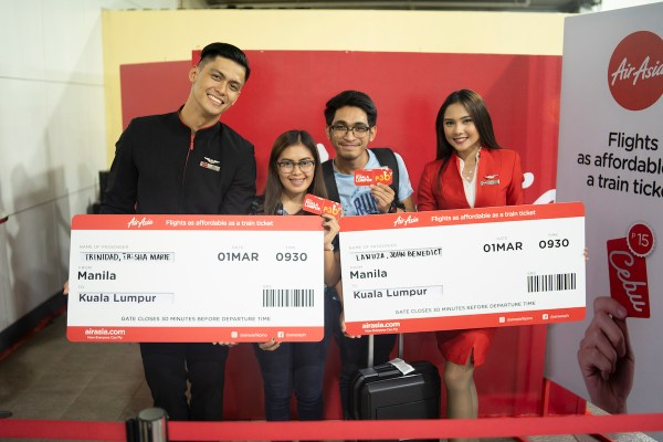 Domestic and international flights coming were given away with fares for as low as P15 at AirAsia Surprise Booths