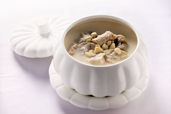 Double-boiled Pig's Lung and Almond Soup