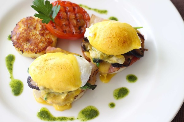 Discovery Country Suites Tagaytay Eggs benedict