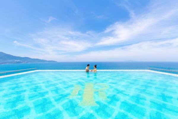 Mandila Beach Hotel DaNang Pool