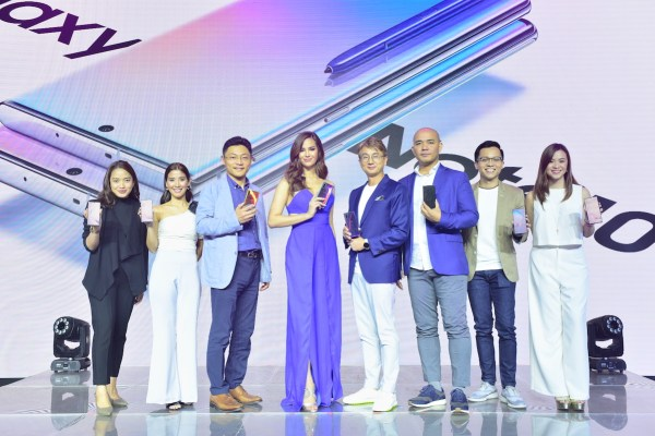 [From L-R] Samsung Electronics Philippines, Corp. PR Head Marlene Cinco, Marketing Communications Head Isabella Concepcion, Business Unit Advisor for IT and Mobile Alex Park, Galaxy Note 10 | 10+ ambassador and Miss Universe 2018 Catriona Gray, Samsung Philippines President James Jung, Business Unit Head for IT and Mobile Jerry Manus, Marketing Head for IT and Mobile Benson Galguerra, Product Marketing Manager for Note Series Ellie Huang