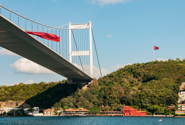 Passing under the second suspension bridge, the Sultan Mehmet.