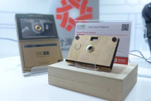 PaperShoot is an environmentally friendly digital camera with a switchable and editable card casing. It is made from paper but it's definitely functional and versatile.