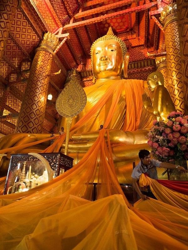 Wat Phanan Choeng by Takeaway via Wikipedia CC