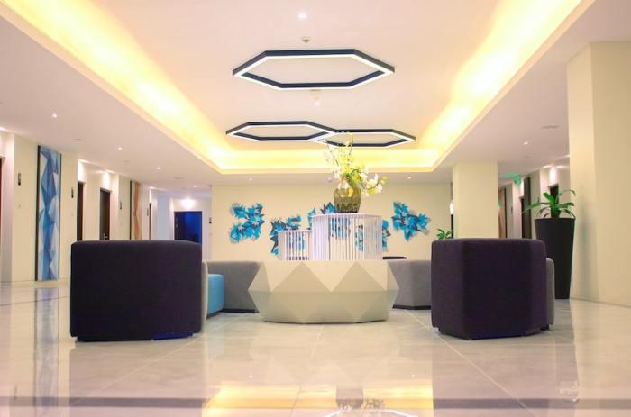 5th Floor Foyer
