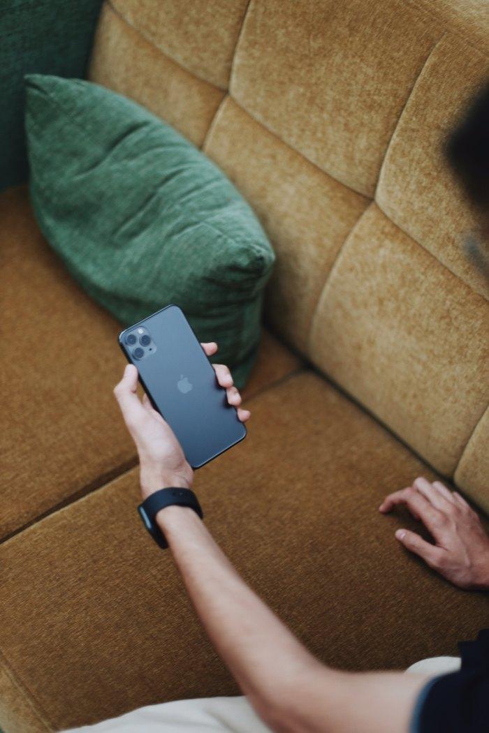 Smart iPhone11 Pro Max @muk_l_ via unsplash