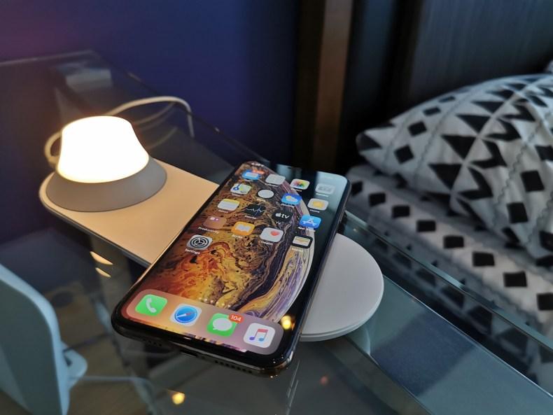 Xiaomi Yeelight 2-in-1 wireless charging night lamp