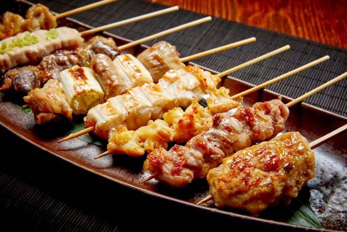 Al igual que las parrillas 'yakitori', la especialidad característica de KIDO son las brochetas de pollo Yakitori