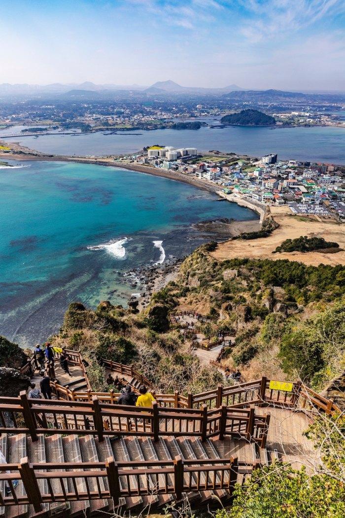 Jeju Island photo by @7remnants via Unsplash