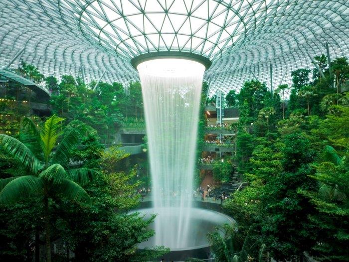 Dentro del aeropuerto New Jewel Changi en Singapur por @theandrewteoh a través de Unsplash