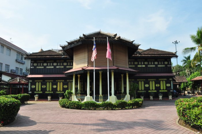 Kota Bharu Palace photo by Marufish via Flickr CC