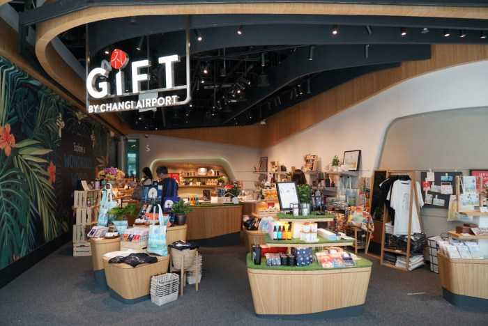 Tiendas de souvenirs dentro de Jewel Changi