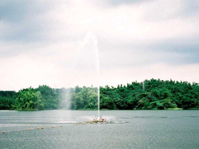 Lantan Lake photo via Wikipedia CC
