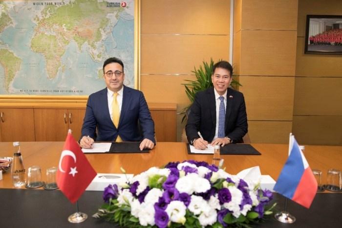 Signatories of the Memorandum of Understanding: Mr. Ilker Ayci, Chairman of the Board of Turkish Airlines (left) and DOT Undersecretary Benito C. Bengzon, Jr. (right)