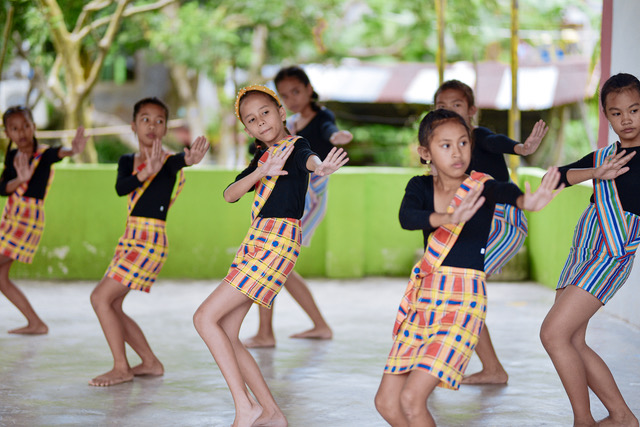 Welcome dance from Sawang Elementary School in Romblon