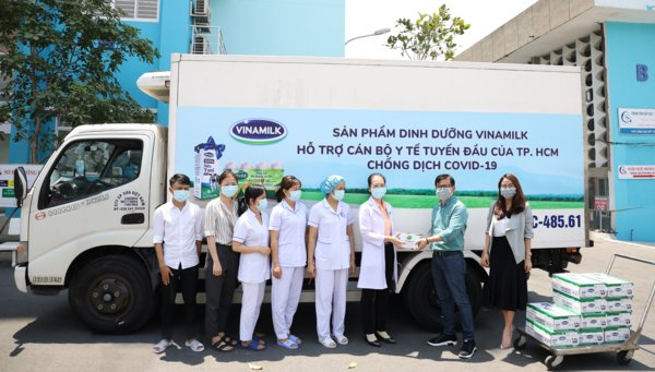 Vinamilk delivered milk products to frontline doctors in Ho Chi Minh City