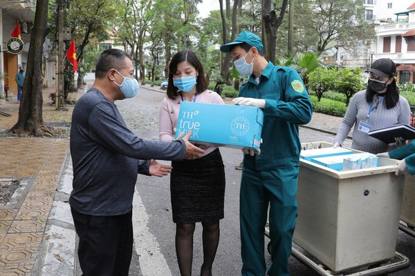 Giving milk to people in quarantined area of Hanoi