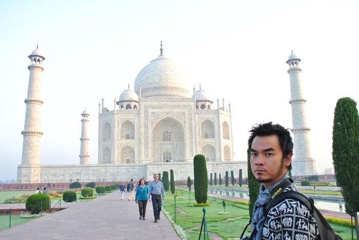 Home.fit The-writer-inside-Taj-Mahal Travel Guide to Taj Mahal in Agra, India