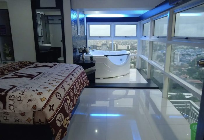 Cebu Aibnb Master bedroom with jacuzzi