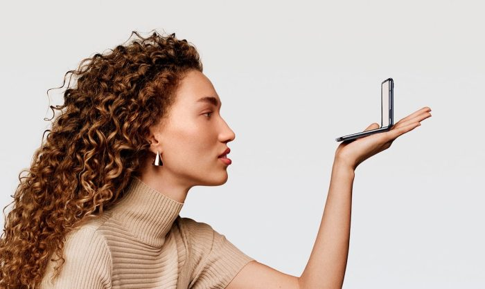 SAMSUNG shares different tricks to try on the Galaxy Z Flip
