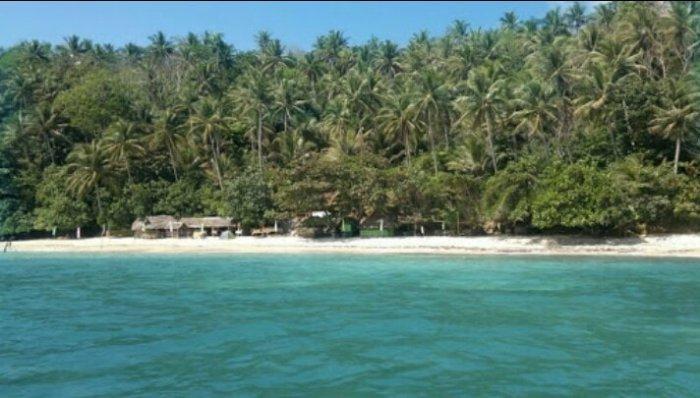Beach in Manito Albay photo via Manito Albay LGU FB Page