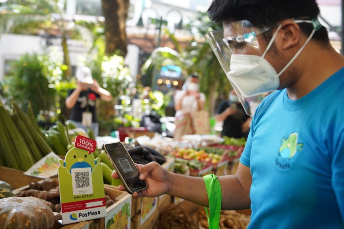 Customers can enjoy a safe and rewarding shopping experience via PayMaya QR at Eastwood City's Harvest to Goodness weekend market until July 30, 2020.