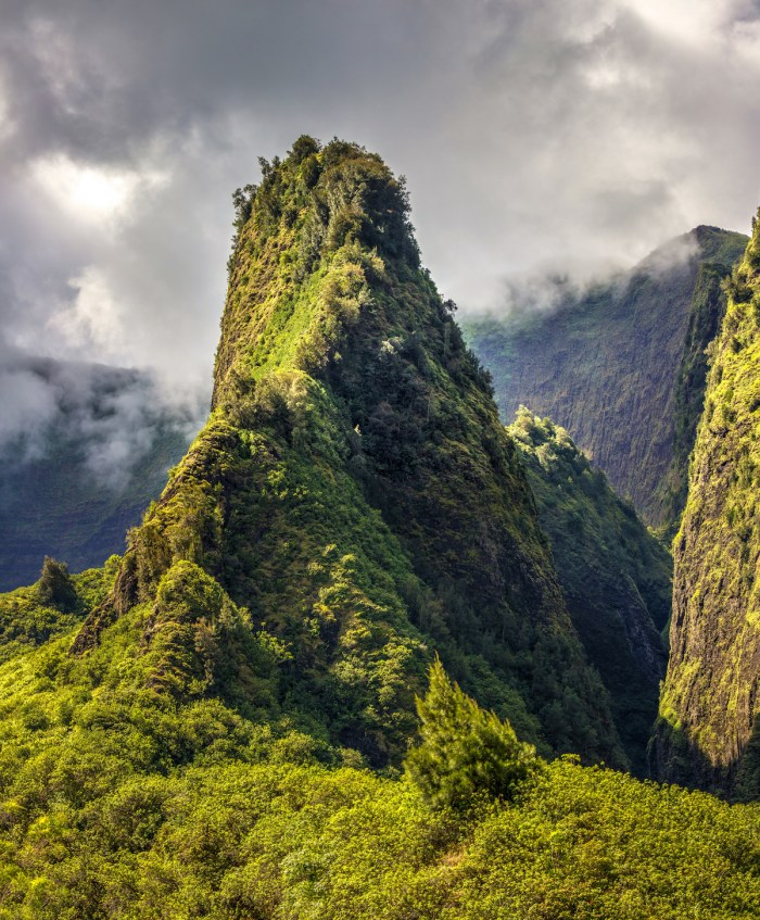 Iao Valley is a very scenic valley in the heart of the West Maui via Depositphotos