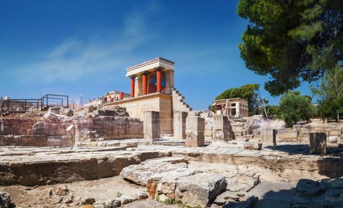 Panoramic view on ruins of ancient Knossos palace via Depositphotos