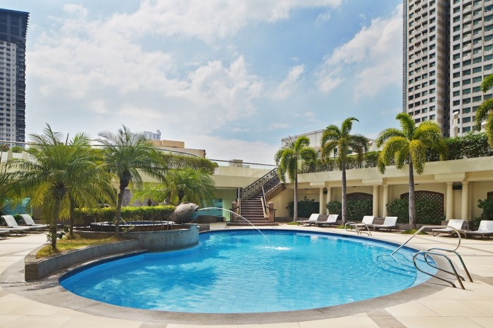 Sheraton Manila Bay Swimming Pool