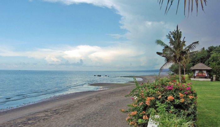 Spectacular Beachfront Villa, North Bali