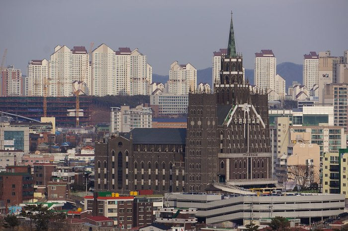 Suwon Jeil Presbyterian Church photo by Zubro via Wikipedia CC