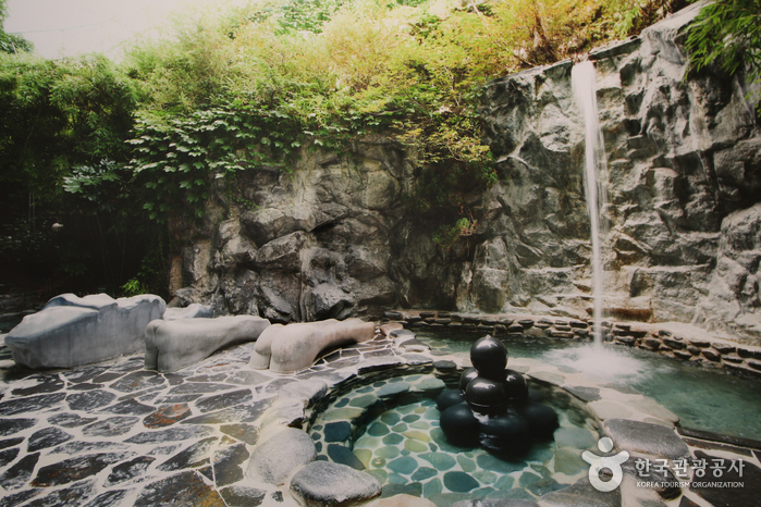 Yuseong Hot Spring photo via VisitKorea