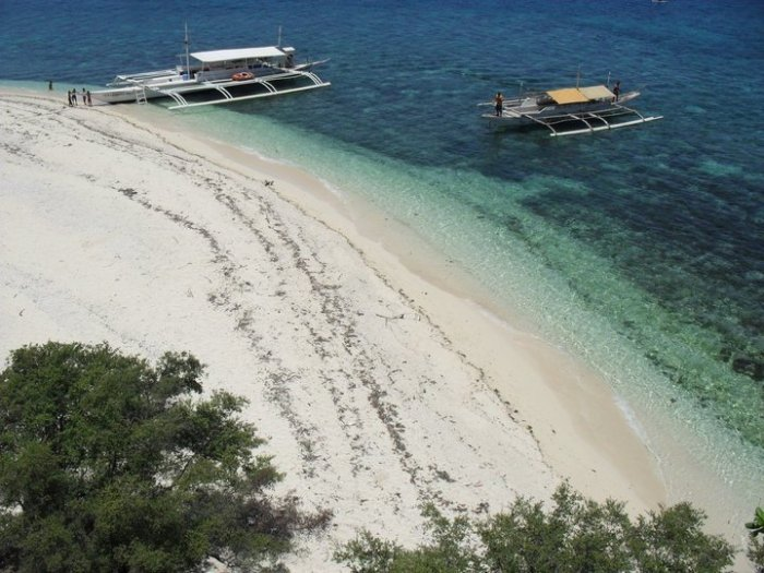 Home.fit Cabilao-Island-in-Loon-Bohol-photo-via-FB-Page 15 Of The Best Beaches in Bohol (Photos + How to Get There)