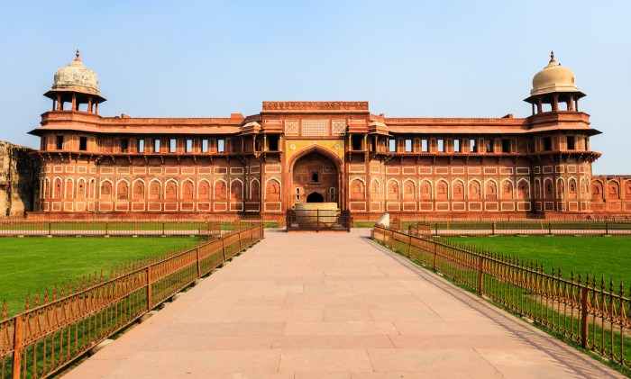 Home.fit Jahangiri-mahal-palace-photo-via-Depositphotos Agra Bucket List: Top 15 Best Things to Do in Agra, India