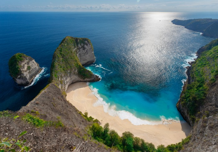 Home.fit Kelingking-beach-at-Nusa-Penida-Island-of-Bali-photo-via-Depositphotos 15 Best Tropical Vacation Destinations Around The World