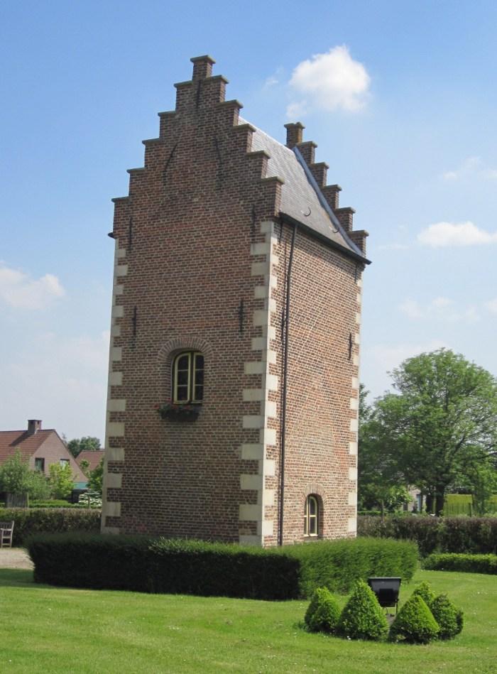Goed te Nieuwenhove by Zeisterre via Wikipedia CC